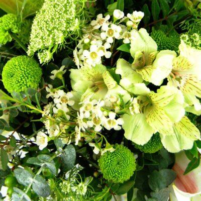 Ramo De Flores Con Lilium Blanco, Crisantemos Baloon, Rosa Blanca, Alstromelia Blanca, Animajus, Eucalipto