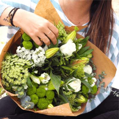 Flores Con Lilium Blanco, Crisantemos Baloon, Rosa Blanca, Alstromelia Blanca, Animajus, Eucalipto