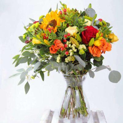 Ramo De Flores Con Rosas Rojas, Girasoles, Rosas Pitiminí Amarillas Y Naranjas Y Claveles