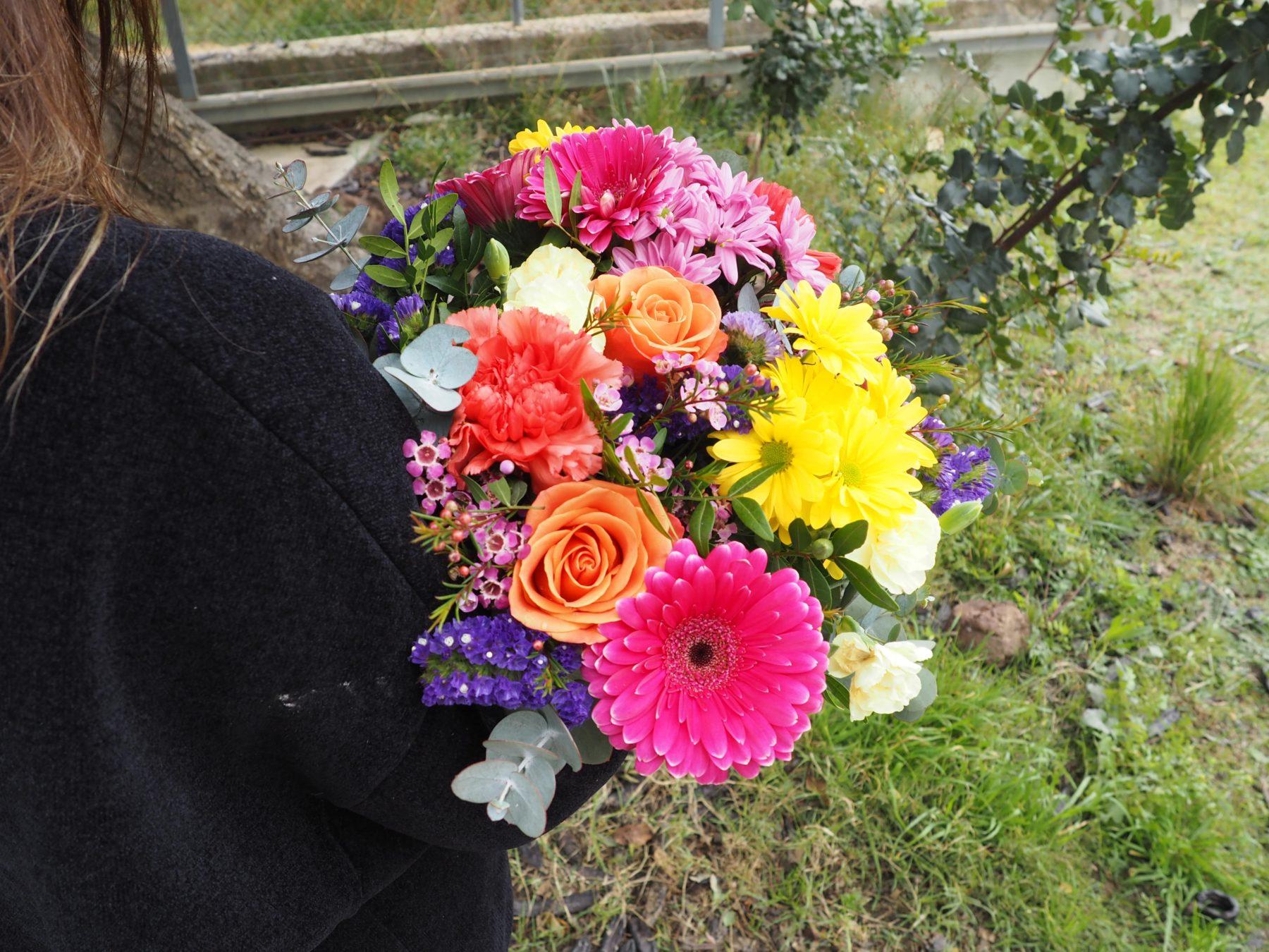 Ramo de flores con margaritas a domicilio - originalflor.es