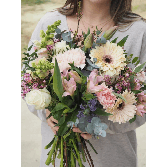 Ramo con Tulipanes, Rosas Blancas, Claveles, Gerberas y Antirriums