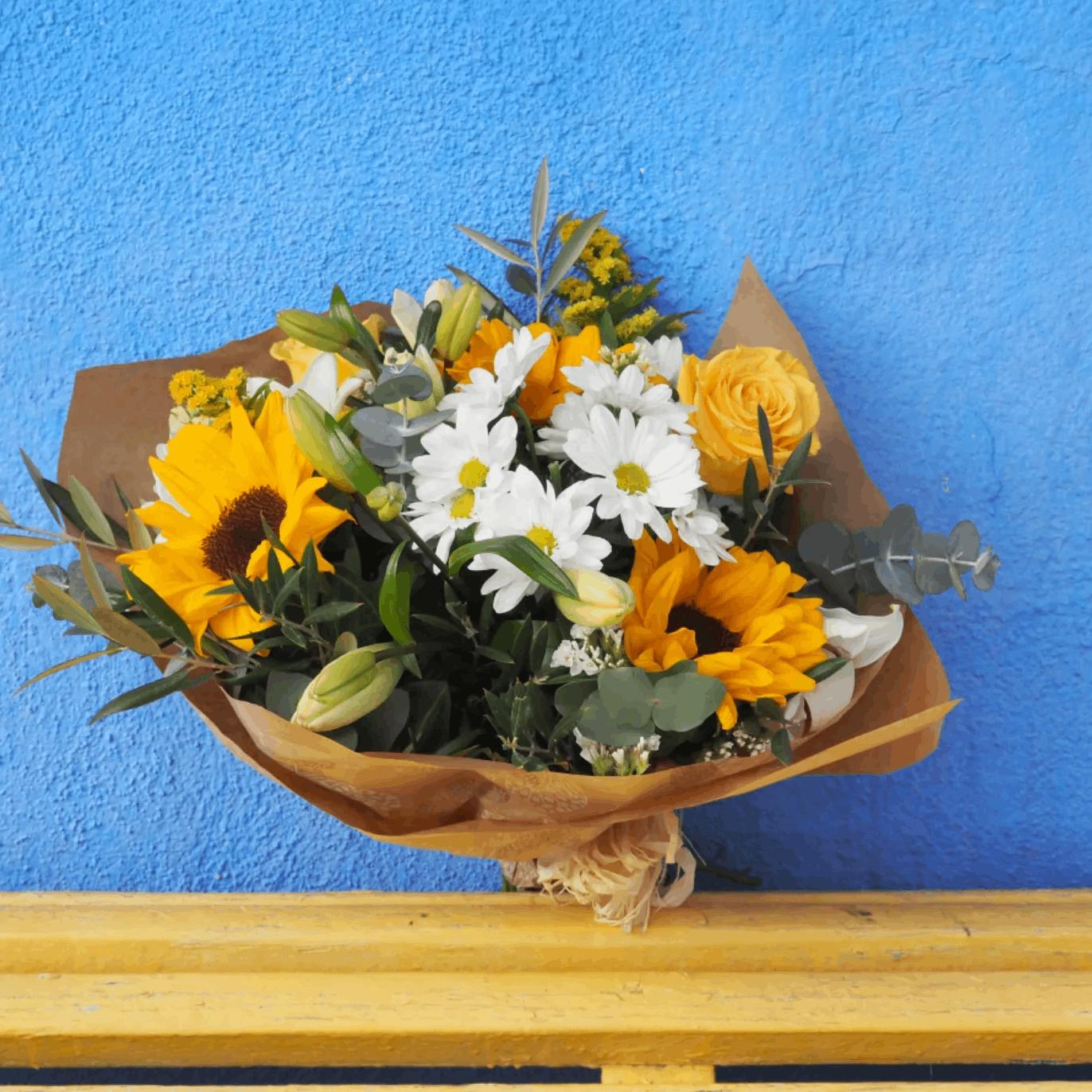 ramo flores para amiga con rosas amarillas margaritas girasoles