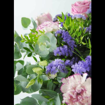 Ramo De Flores Con Rosas Y Claveles