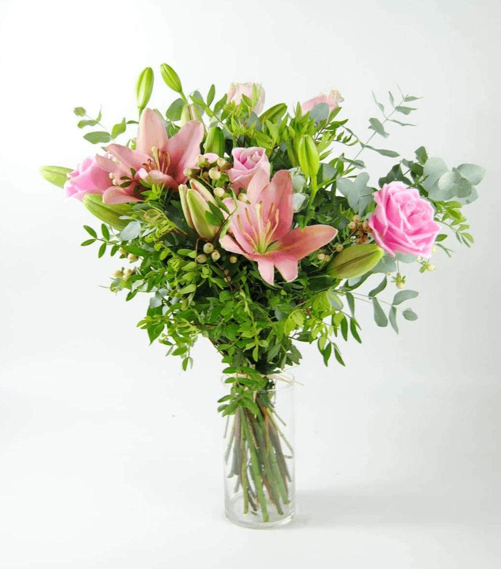 Ramo de Rosas rosas lilium hipericum