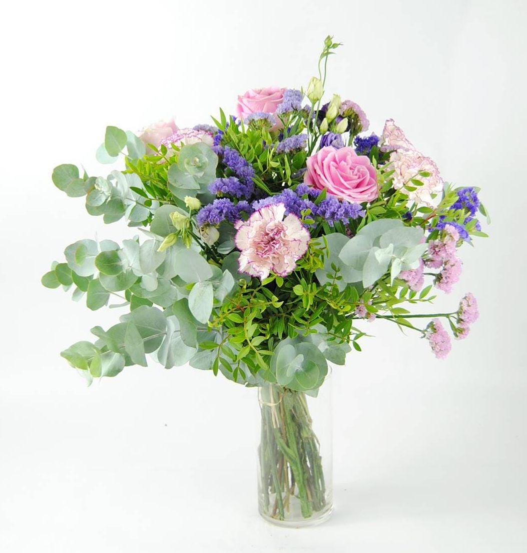 Ramo de rosas y claveles