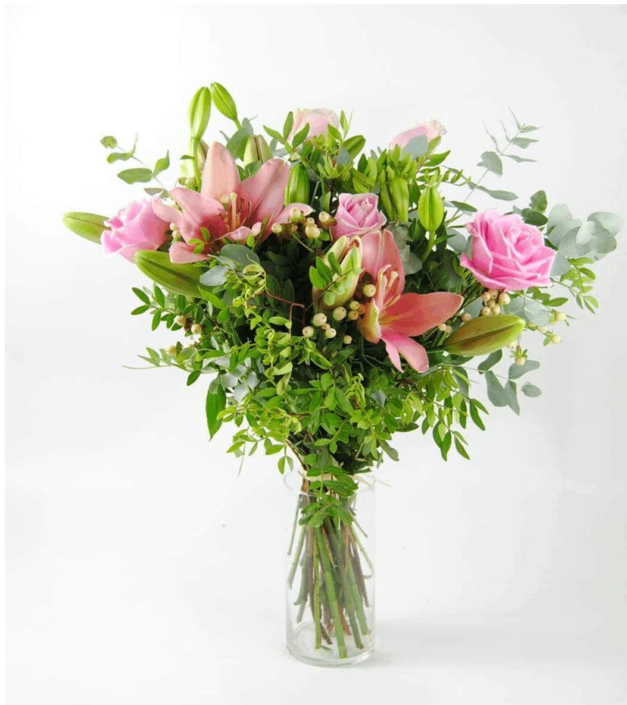 Regalar ramo de rosas con lilium y hipericum - Pinkfish