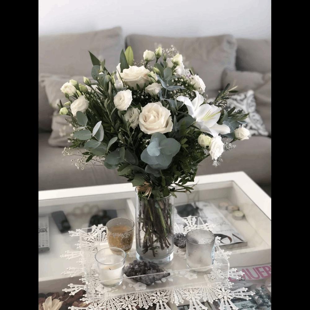 enviar flores rosas blancas lirios lisantium