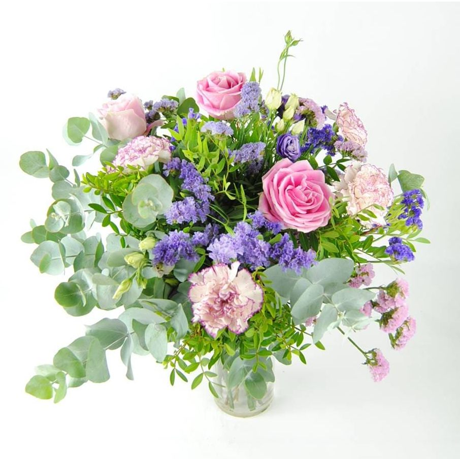 regalar ramo de rosas y claveles