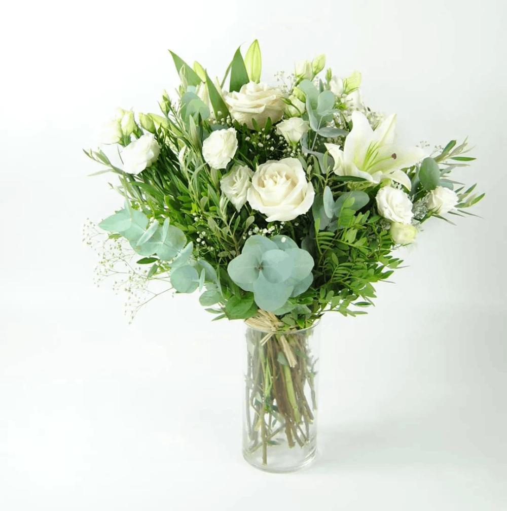 reglar flores rosas blancas lirios lisantium