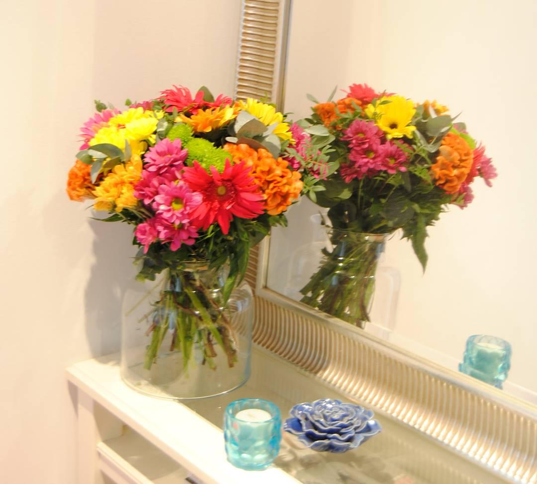 Comprar ramos de flores con margarita amarilla, margarita fucsia, margarita naranja, margarita verde, celosía naranja, gerbera fucsia, gerbera naranja, gerbera amarilla, gerbera rosa - originalflor