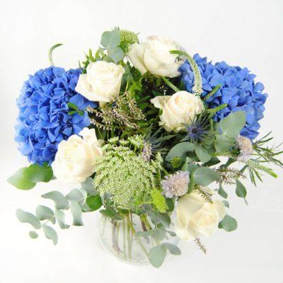 Regalar Ramo De Flores Azul Con Hortensias Azules, Rosas, Eringium, Anymagus Y Eucalipto - Originalflor