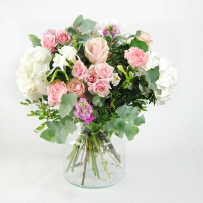 Enviar Ramo De Flores Con Hortensia Blancas, Flores De Rosa Pitiminí Rosa, Rosas Rosa, Aleli, Clavel Rosa, Fresia Blanca, Eucalipto - Originalflor