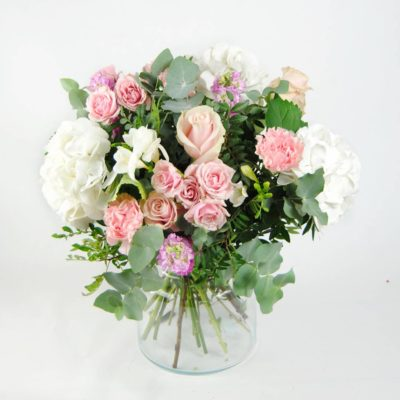 Flores Hortensia Blancas, Flores De Rosa Pitiminí Rosa, Rosas Rosa, Aleli, Clavel Rosa, Fresia Blanca, Eucalipto - Originalflor