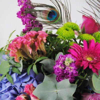 Flores Hortensias Azules, Celosia, Flores De Rosa Pitimini, Aleli, Flores De Baloon Verde, Gerbera Fucsia, Rosa Lilia, Plumas De Pavo Real - Originalflor